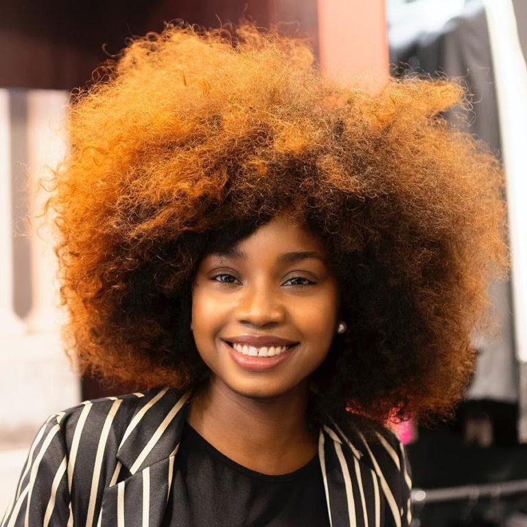 Prawidłowe mycie włosów pomaga zachować zdrową skórę głowy i włosy