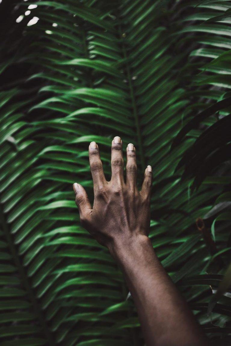 Czy brązowe plamy na dłoniach, to powód do niepokoju?