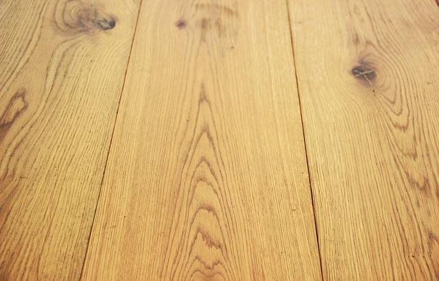 Czy warto zakupić drewniane podłogi do swojego mieszkania?
