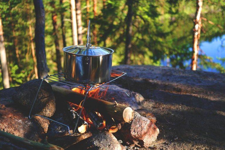 Wygodne naczynie jednorazowe na ognisko i grilla