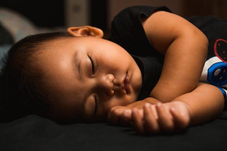 Czym się kierować przy wyborze łóżeczka dla naszego dziecka