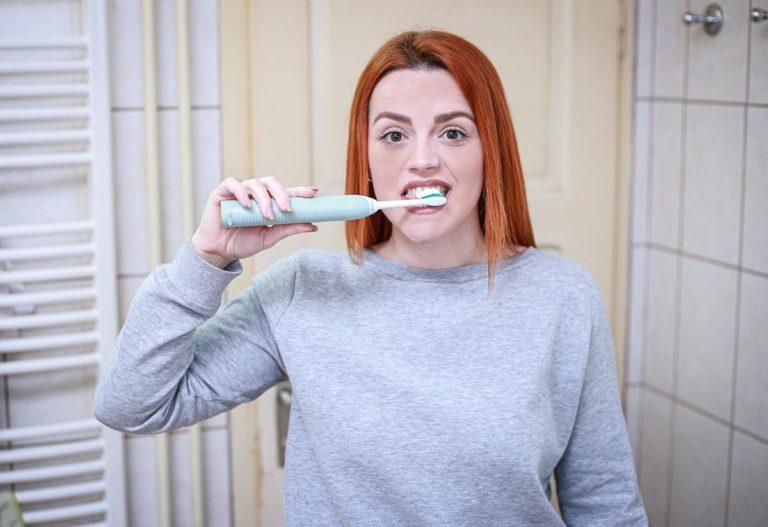 Wstydzisz się koloru swoich zębów